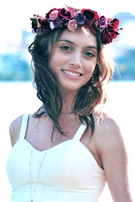 Juliana Schalch. Foto @mgpphotocine coroa de flores @graciellastarling