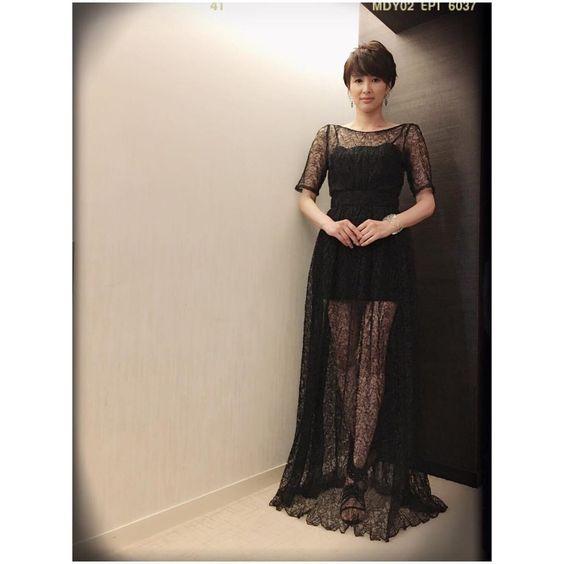 黒ドレスの吉瀬美智子