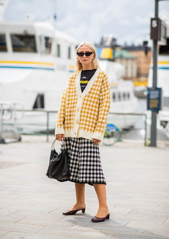 Stockholm Fashion Week's best street style photos from spring/summer '19, including the trends to the 'it'-pieces.