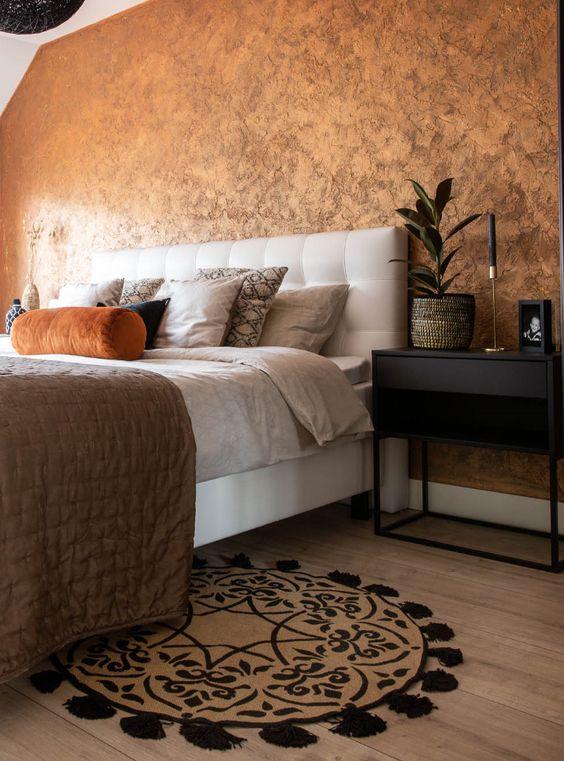 metal stuc koperen wand in slaapkamer