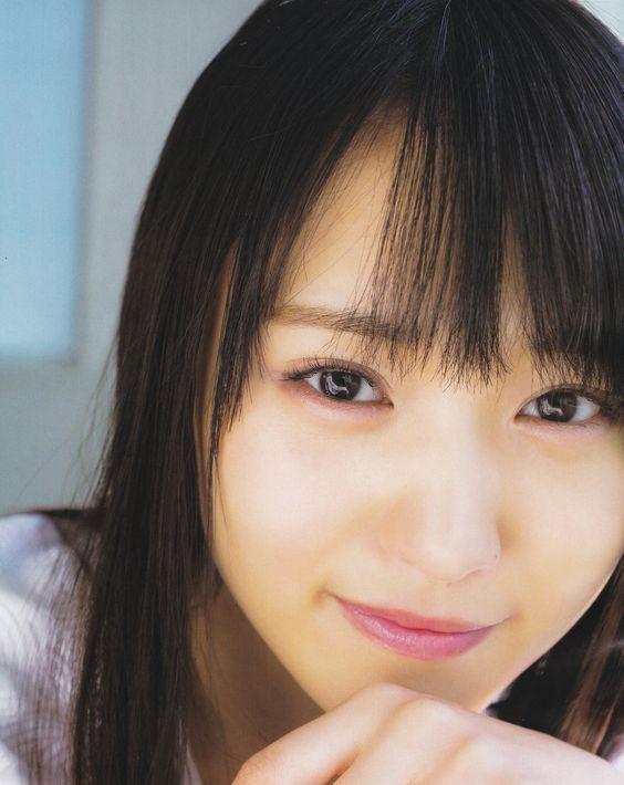 微笑む菅井友香