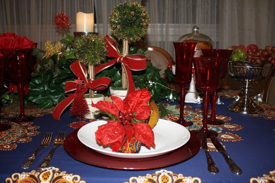 Mesa decorada com a linha de Natal da EuQueDecoro. Bom gosto a toda prova.  Visite nossa loja.  www.EuQueDecoro.com.br
