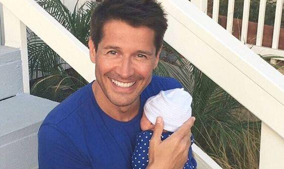 El periodista de la Cadena Dial Jaime Cantizano ha sido padre de un niño mediante una gestación subrogada. En su programa Atrévete de este lunes, Cantizano ha