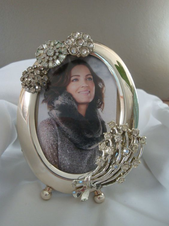 Vintage jewelry embellished small oval silver frame by FLBling