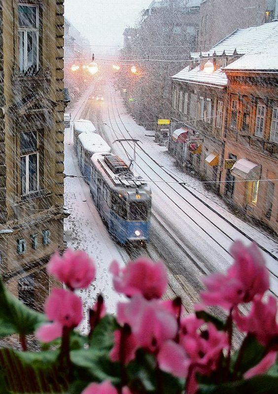 KRONIKA ZAGREBA SNIMLJENA S PROZORA STANA Počeo je 1955., a onda je 60 godina fotografirao život grada s istog mjesta -Jutarnji List