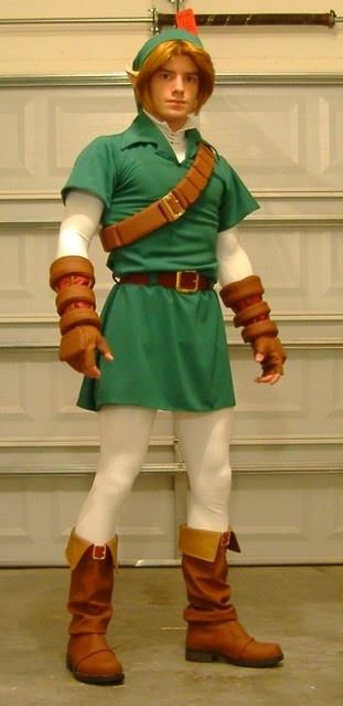 Link. A decent dude version. Normally Link is so slender that only girls can pull it off. This one is pretty good.