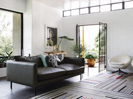 Un salon design / A design livingroom : http://www.maison-deco.com/salon/deco-salon/Des-salons-plein-de-vie