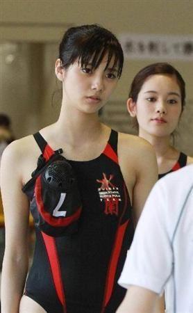 競泳水着の新川優愛