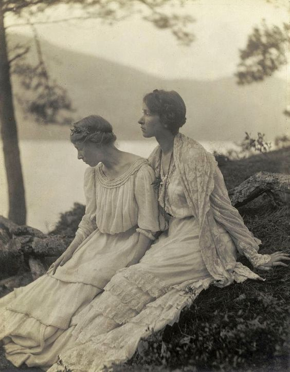 vintage everyday: Fantastic Portrait Photography of Women by Alice M. Boughton from the 1900s