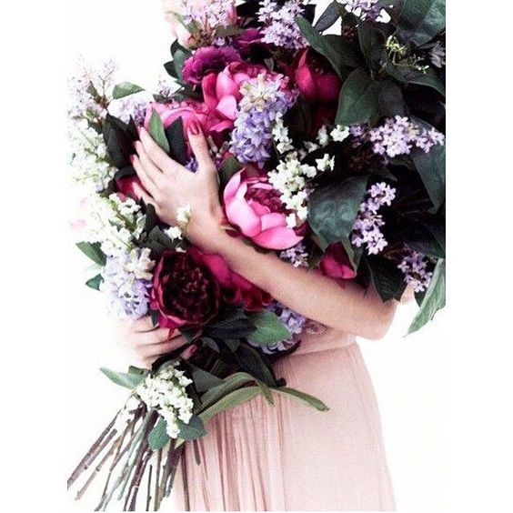 Beautiful winter blooms in gorgeous shades of pink, fuchsia & purple  #wedding #bride #bridal #bouquet #bloom #freshbloom #freshflowers #weddingday #weddinginspo #weddingbouquet #bridalbouquet #flowers #mixbouquet #mixflowers #winterbloom #peonies