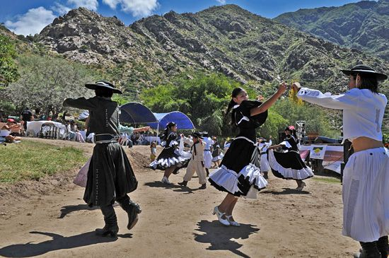 Traditional Cafayate dancers