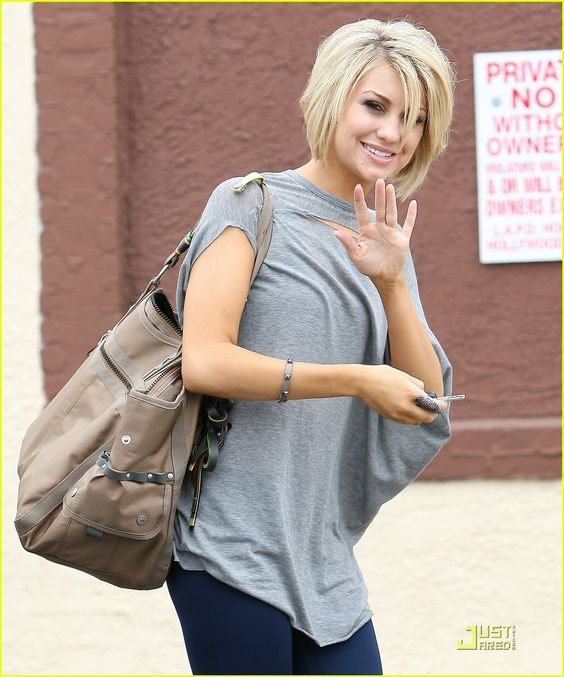 Chelsea makes me want short hair. Too bad mine wouldn't look like that if I cut it that short.