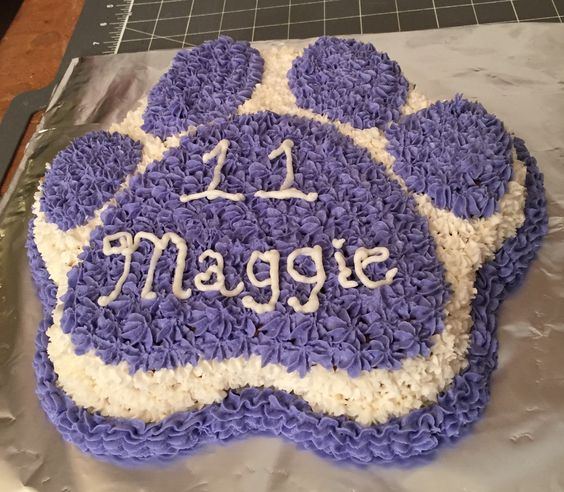 Wilton Paw Print cake pan decorated with star tip.
