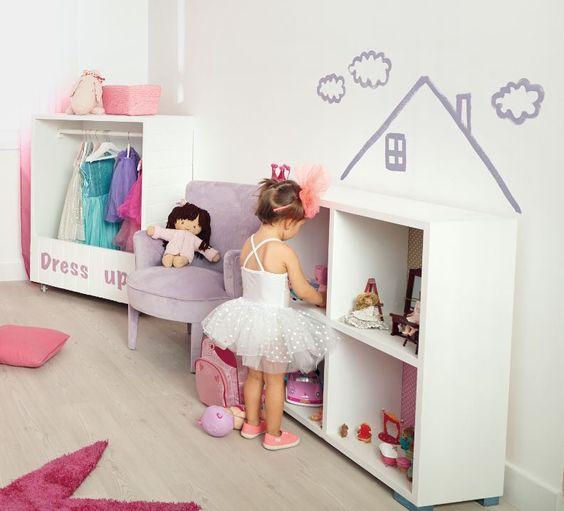 Sorprende a tu peque con una casita de muñecas hecha con una estantería: