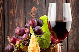 Pasión por el turismo del vino Combinando altas dosis de turismo cultural y gastronómico, el enoturismo se ha convertido en la fórmula perfecta para combatir el frío y la rutina
