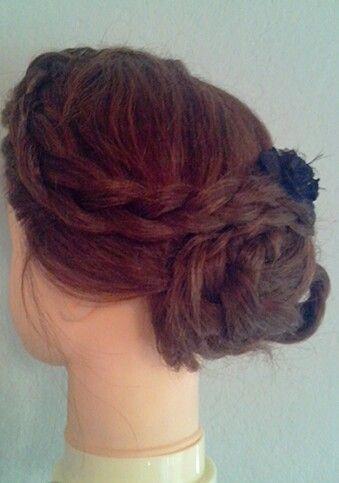 Heute eine Frisur ausprobiert ;)