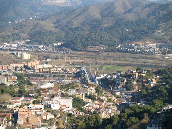 Vista del Puente Congost realizado para conectar los Barrios de Vallbona y Torre Baró de la Zona Nord de Nou Barris de Barcelona... ¿Conoces la Zona Nord de Barcelona?