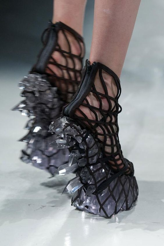 Iris Van Herpen Fall/Winter 2015                              …