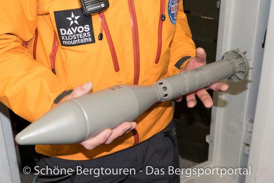 Das ist das Geschoß des Raketenwerfers für Lawinensprengungen der Davoser Bergrettung am Jakobshorn - Foto: Mario Hübner