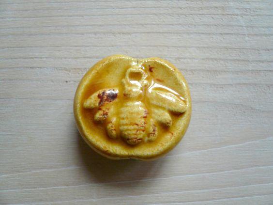 perlina ceramica con ape - perlina fatta a mano con ape - perline ceramica ape - perline handmade - perline ceramica ape per collana -