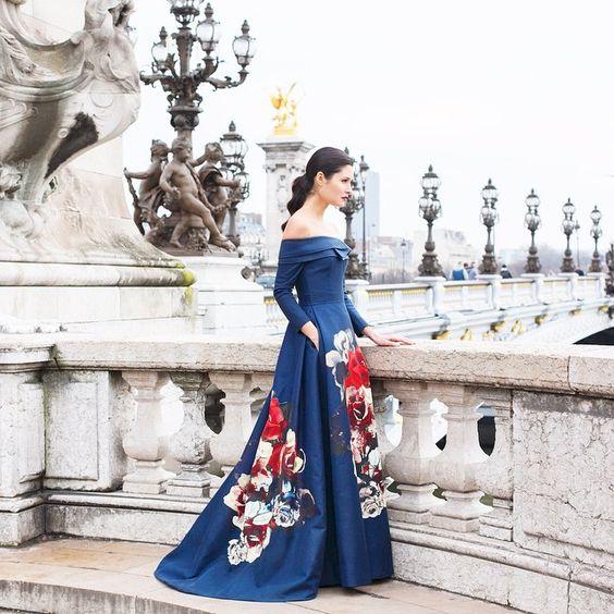 #CarolinaHerrera Woman steps out in style. #PreFall15 flower power.