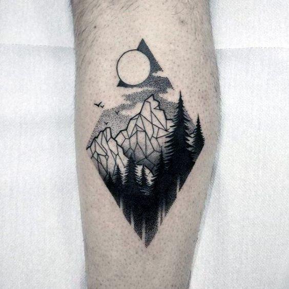 Tatuajes En La Pierna Para Hombres Con Los Mejores Disenos Tatuaje De Montana Geometrica Tatuaje De Montana Tatuaje Montanas