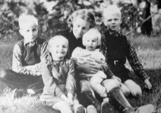 Lina Heydrich with her children: from left - Klaus, Silke, Marte (posthumous child, very similar to her father) and Heider. 1943.