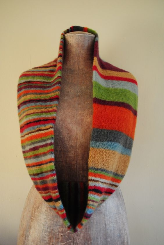 love the thick & think stripes in this infinity scarf Go to English translation