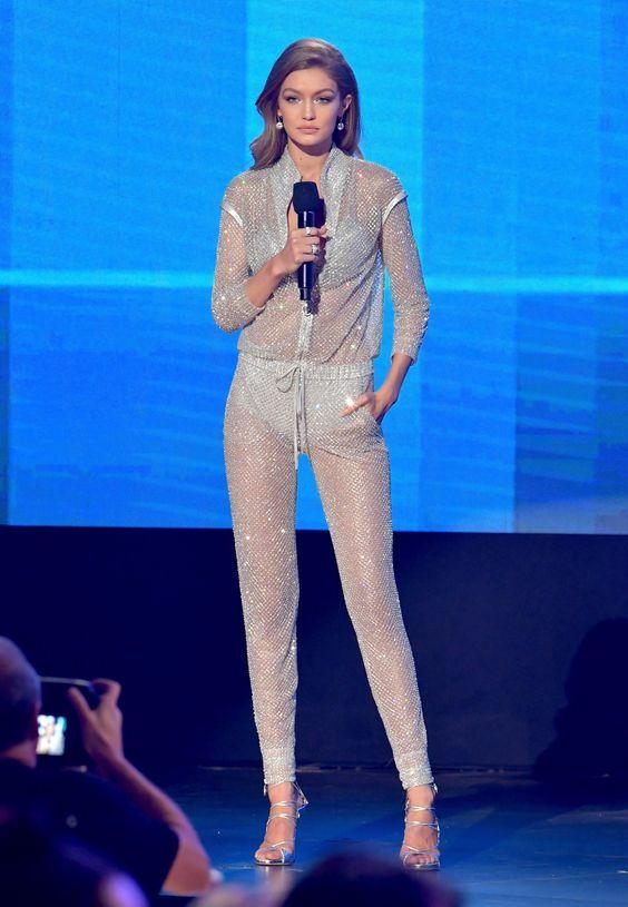 Gigi-Hadid-American-Music-Awards-Outfits-2016.jpg (2048×2960):