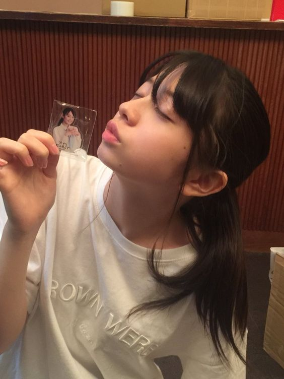 キス顔の桜田ひより