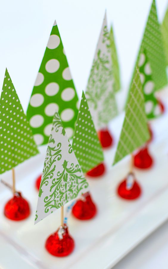 Christmas crafts with kids using Hershey Kisses. Easy, fun Christmas craft ideas you can create with kids for centerpieces or place settings at holiday table.: