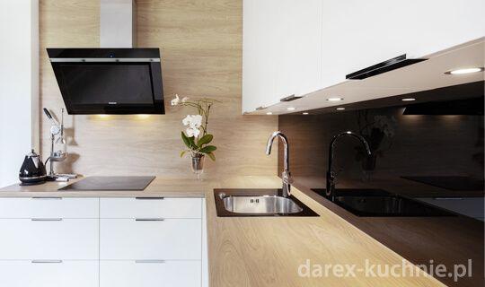 Aranzacja Kuchni I Salonu W Domu Jednorodzinnym Srednia Biala Kuchnia W Ksztalcie Litery L Styl No Modern Kitchen Design Kitchen Design Small Kitchen Design