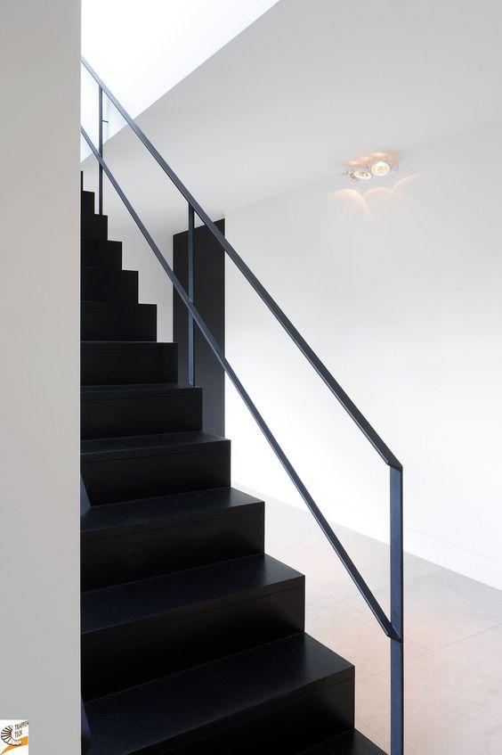 Moderne trap van trappen teck www a a team kontich moderne trappen pinterest van - Moderne houten trap ...