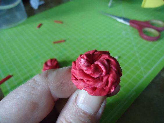 Eine Rose aus Papier Röllchen