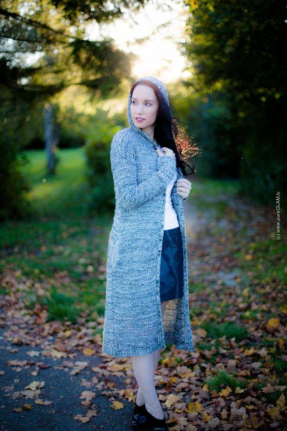 Fashionblog München - Modeblog Styling und Herbstlook mit Cardigan, Minirock und Christian Louboutin Booties im Herbst