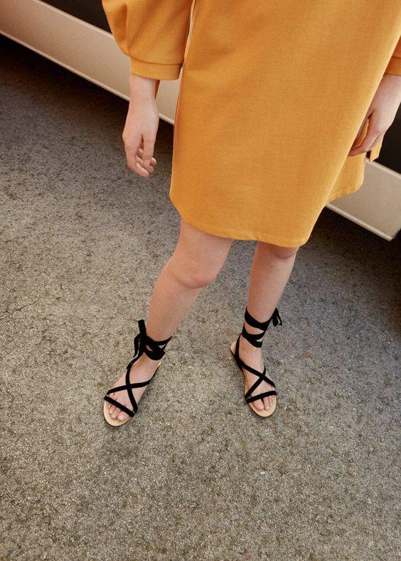 Estilo Escandinavo: 5 dicas para adotar! #Estilo #Escandinavo: #5 #dicas para #adotar | #países #nórdicos #moda #estilo #de #vida #popular #culturas #qualidade #TrendyNotes #look #escandinavo #dicas #Dinamarca #Suécia #hygge #felicidade #pequenas #coisas #diaadia #linhas #simples #tons #discretos #máxima #lessismore #closet #Sandálias #rasas #calçado #verão #preferido #Super #prático #confortável #fresh #SANDÁLIA #tiras #veludo #mango