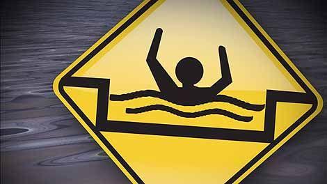 Nin daad qaaday xumbo cuskay.  Un uomo trascinato dalla corrente   si aggrappa alla schiuma  (Proverbio somalo)