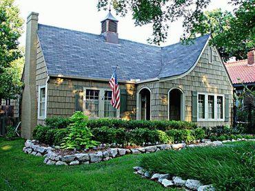 New-England style cottage. Fabulous.