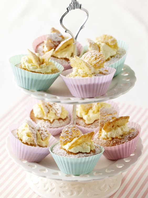 Old Fashioned Fairy Cakes With Water Icing