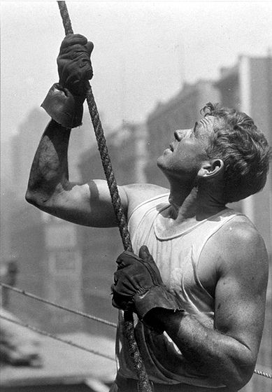 Lewis Hine -  guiding a beam on the Empire State Building (1931)