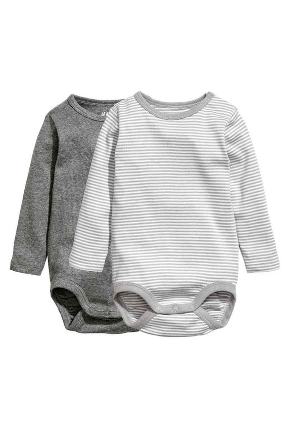Long-sleeved bodysuits in soft ribbed jersey made from organic cotton with  press-studs on one shoulder and at the crotch. 2 db-os hosszú ujjú body  szett a4ac1693b1