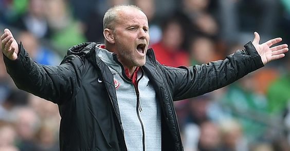 Focus.de - Eintracht Frankfurt: Trainer Thomas Schaaf erhebt nach Rückritt schwere Vorwürfe - Fußball