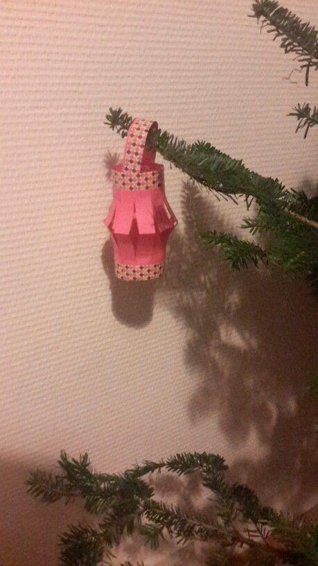 Petite lanterne papier/ maskingtape avec les enfants au travail pour Noël!  Facile et des nombreuses possibilités!