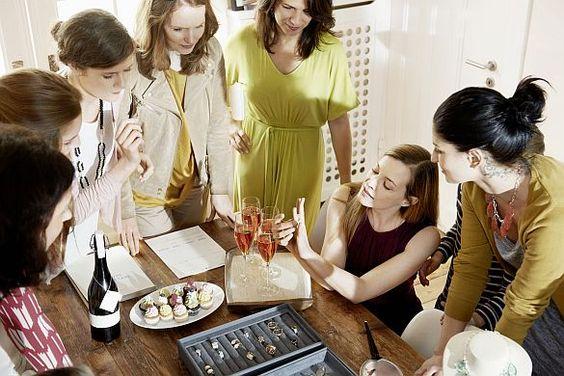 Kind und Karriere.Schmuck und Accessoires: Frauen haben gute Aufstiegschancen im Direktvertrieb. Style Coach - Karrierechance für modebegeisterte Frauen. Foto: djd/Pippa&Jean