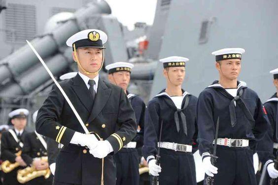 りりしい海上自衛隊員