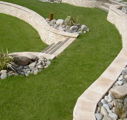 Comment amenager une terrasse en pente talus pinterest for Amenager son jardin en pente