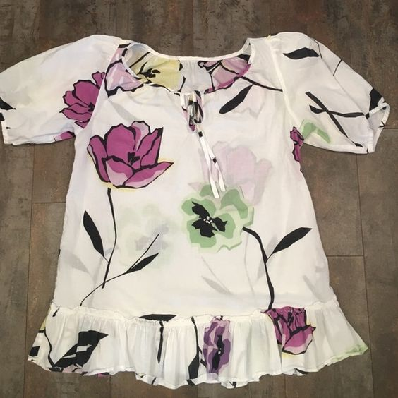 Anthropologie Floral Top This soft white cotton top from Anthropologie is a size medium. The tag is out because it itched me and I didn't intend to sell. Hit below the waist and is an easy fit Anthropologie Tops Blouses