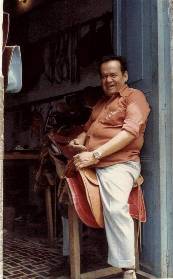 La felicidad siempre perdurará mientras se trabaje con amor. Un arte que sigue de generación  en generación. #DonPlinioOrtiz #Talabartería #silla #tereque #Galápago #cuero #arte #Saddlery #Saddle #leather #art #TBT