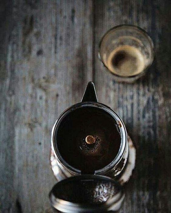 Gradite una tazzina di caffè? Dopo pranzo è proprio quello che ci vuole!  Oggi, per la rubrica #italiaintavola, ce la offre @conlemaninpasta, grazie mille Manuela.  Continuate anche voi a farci scoprire i piatti tipici dell'Italia (abbinate la ricetta se la conoscete) e le sue tradizioni abbinate alla tavola, usando gli hashtag # nomeregioneintavola e #italiaintavola. Sul profilo @italiaintavola troverete anche tante foto ricette di tutte le regioni italiane!