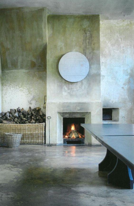 Green plaster walls by Axel Vervoordt #minimaldecor #OldWorld #AxelVervoordt